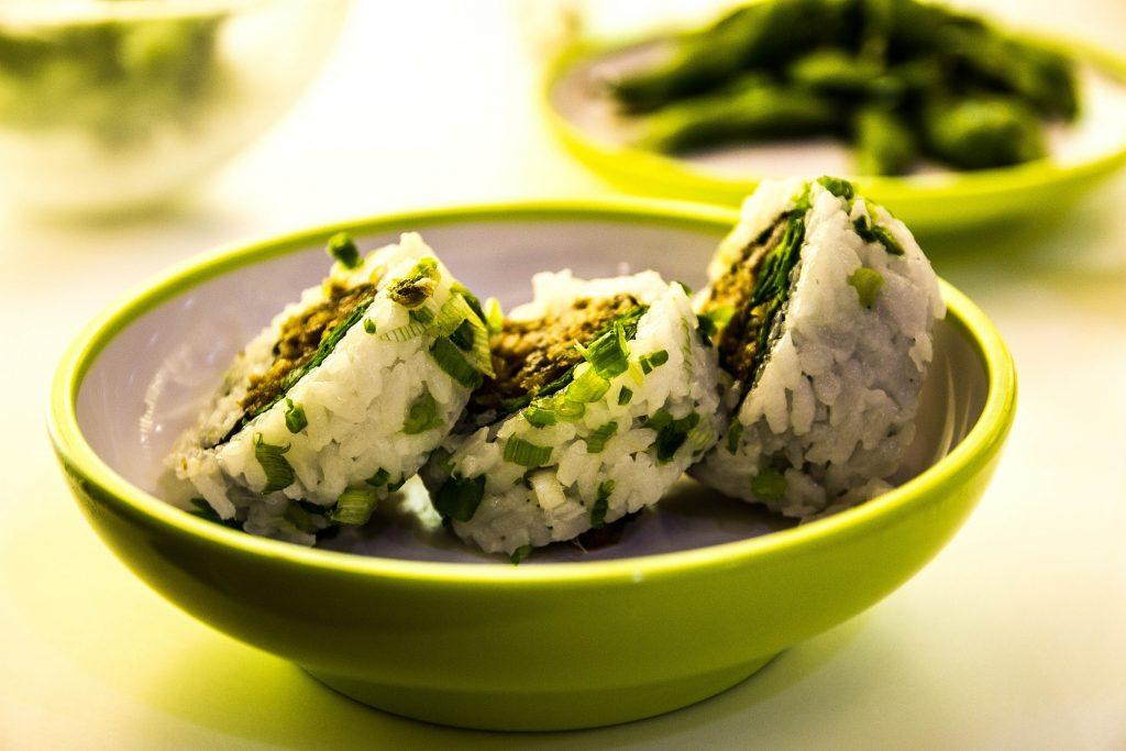 zimny ryż sushi