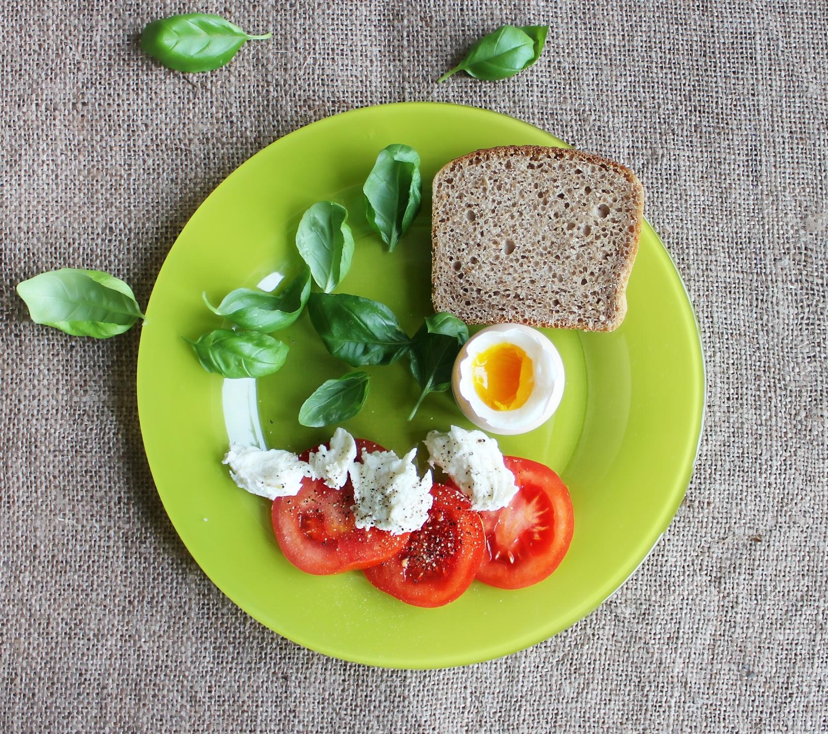 Nie masz czasu na zdrowe jedzenie? Problem zniknie, jeśli zastosujesz pierwszą z tych 7 rad!